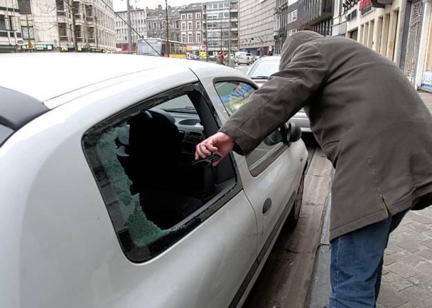 Liège: ils brisent une vitre pour voler dans la voiture - Sudinfo.be