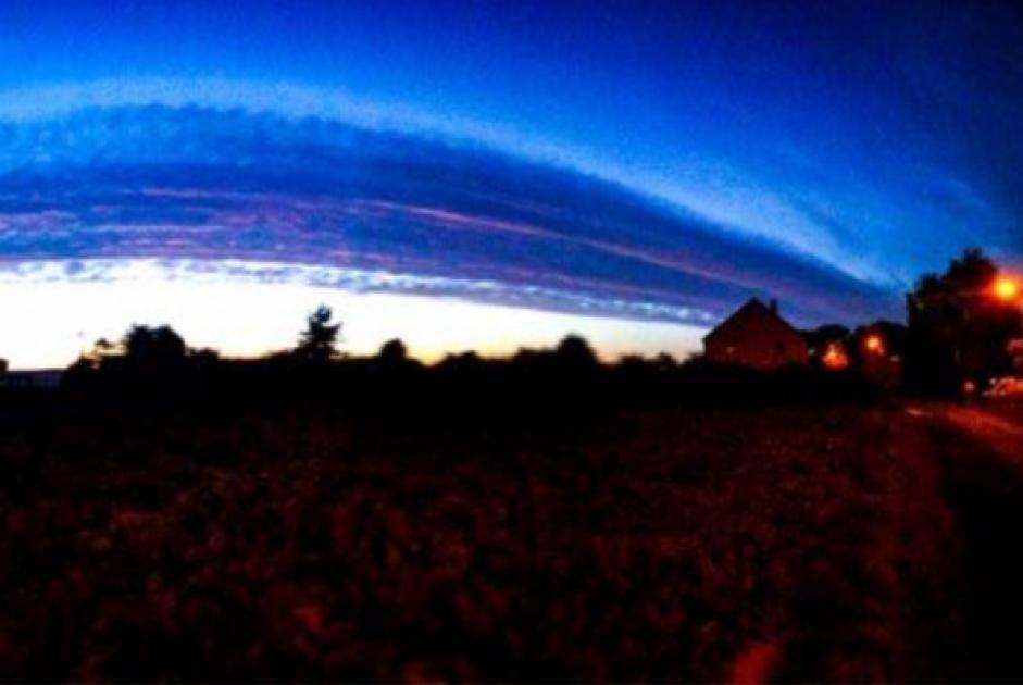 «Que se passe-t-il dans le ciel?»: des nuages d'altitude intriguent plusieurs personnes en Province de Liège