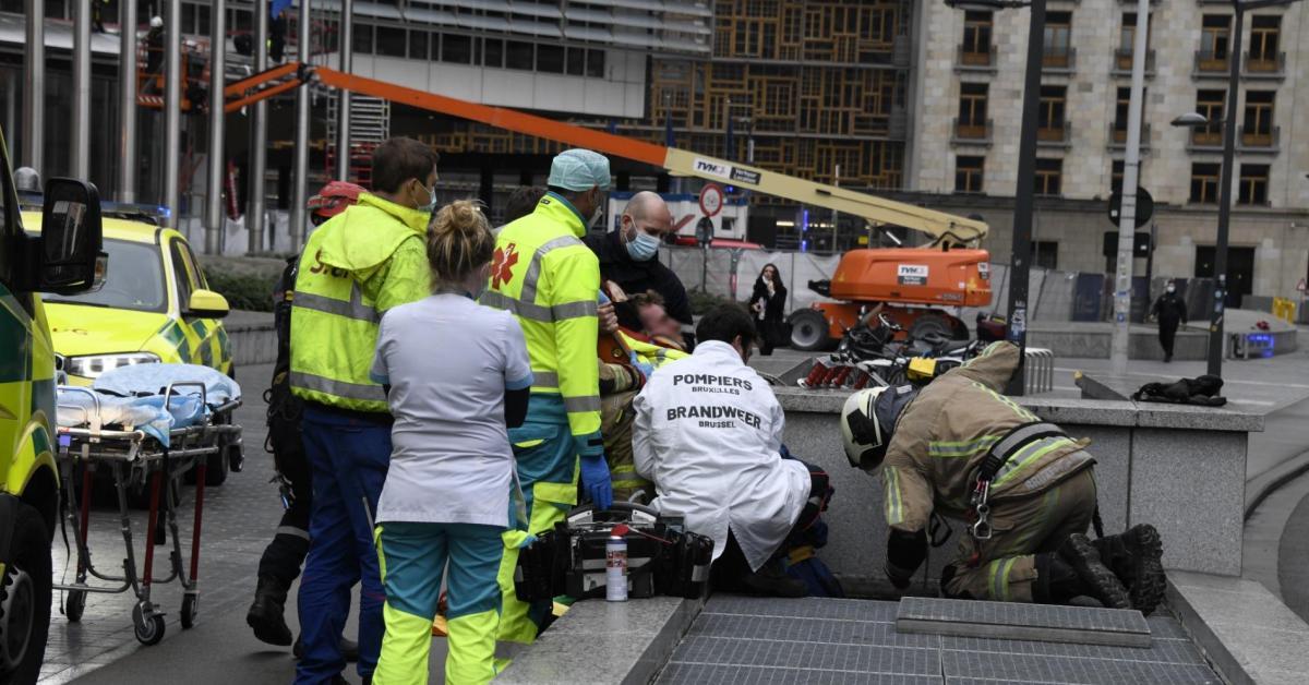 Une unité spéciale des pompiers pour évacuer un ouvrier coincé dans le métro à Bruxelles