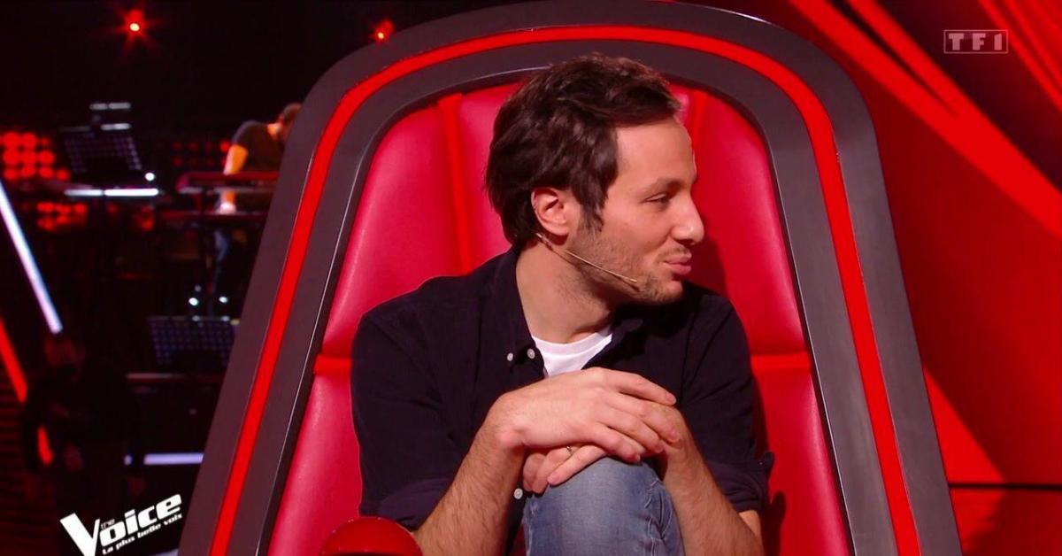 «S'il pouvait apprendre à s'asseoir», «il sait pas se servir d'un fauteuil»…: Vianney taclé sur sa façon de s'asseoir dans «The Voice», il réagit - Sudinfo.be