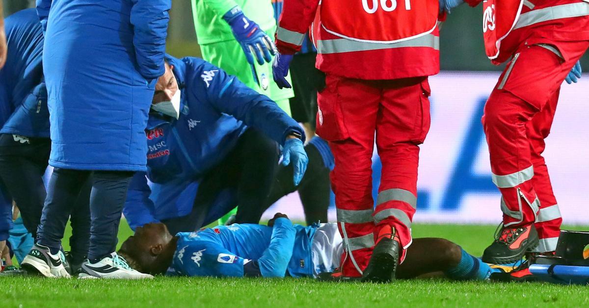 Grosse frayeur pour Victor Osimhen: l'ancien joueur de Charleroi a perdu connaissance pendant de longues minutes après un choc à la tête - Sudinfo.be