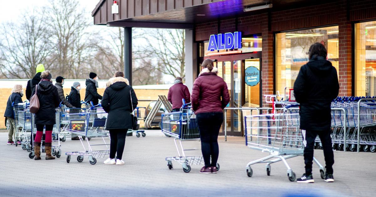 Coronavirus: les autotests se vendent comme des petits pains chez Aldi, le stock épuisé après seulement 12 minutes dans un magasin (photos) - Sudinfo.be