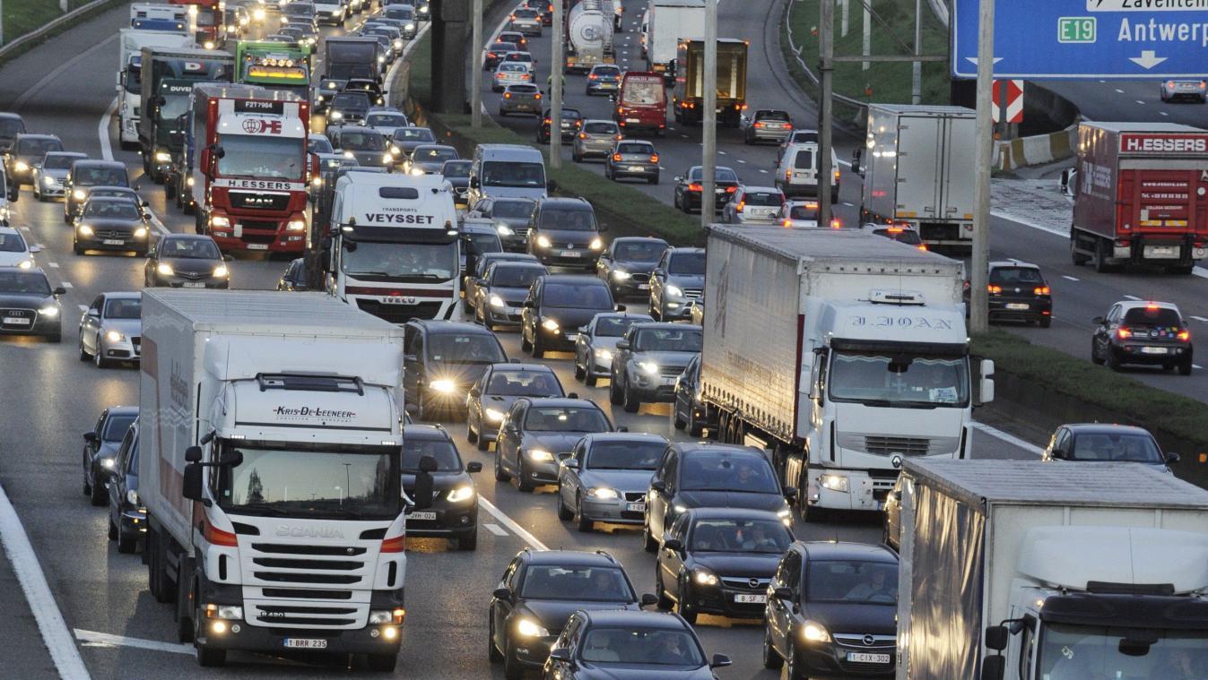 La pluie a provoqué de nombreux embouteillages: quelque 500 km de bouchons cumulés