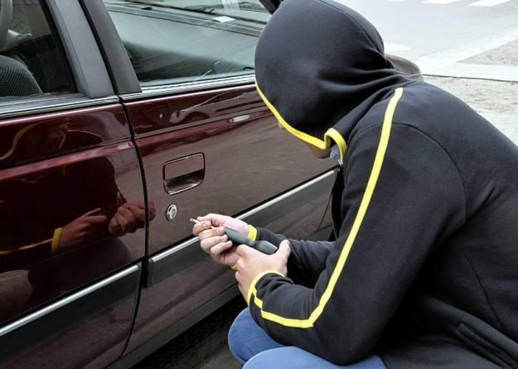 Liège: il vole dans une voiture mais le proprio l'attrape