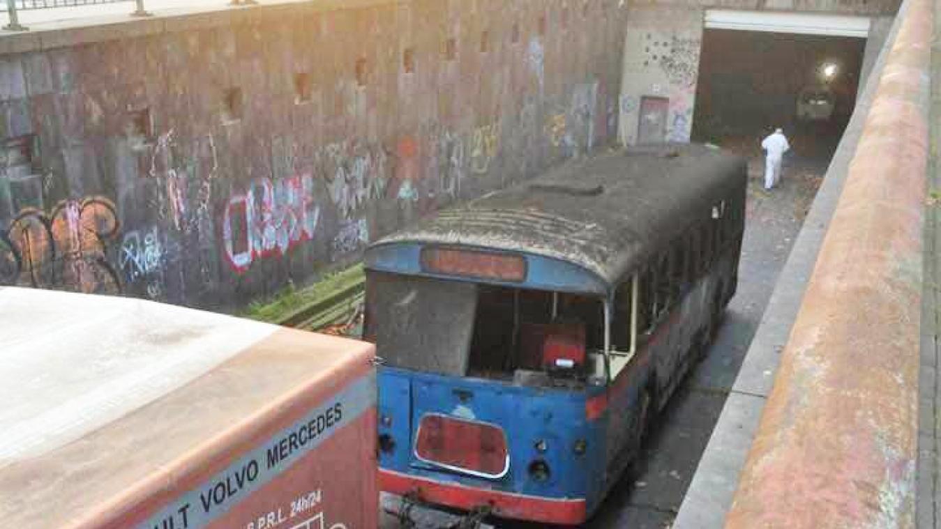 Liège – patrimoine : Les «bus fantômes» du tunnel du métro abandonné de Liège évacués: la plupart de ces
