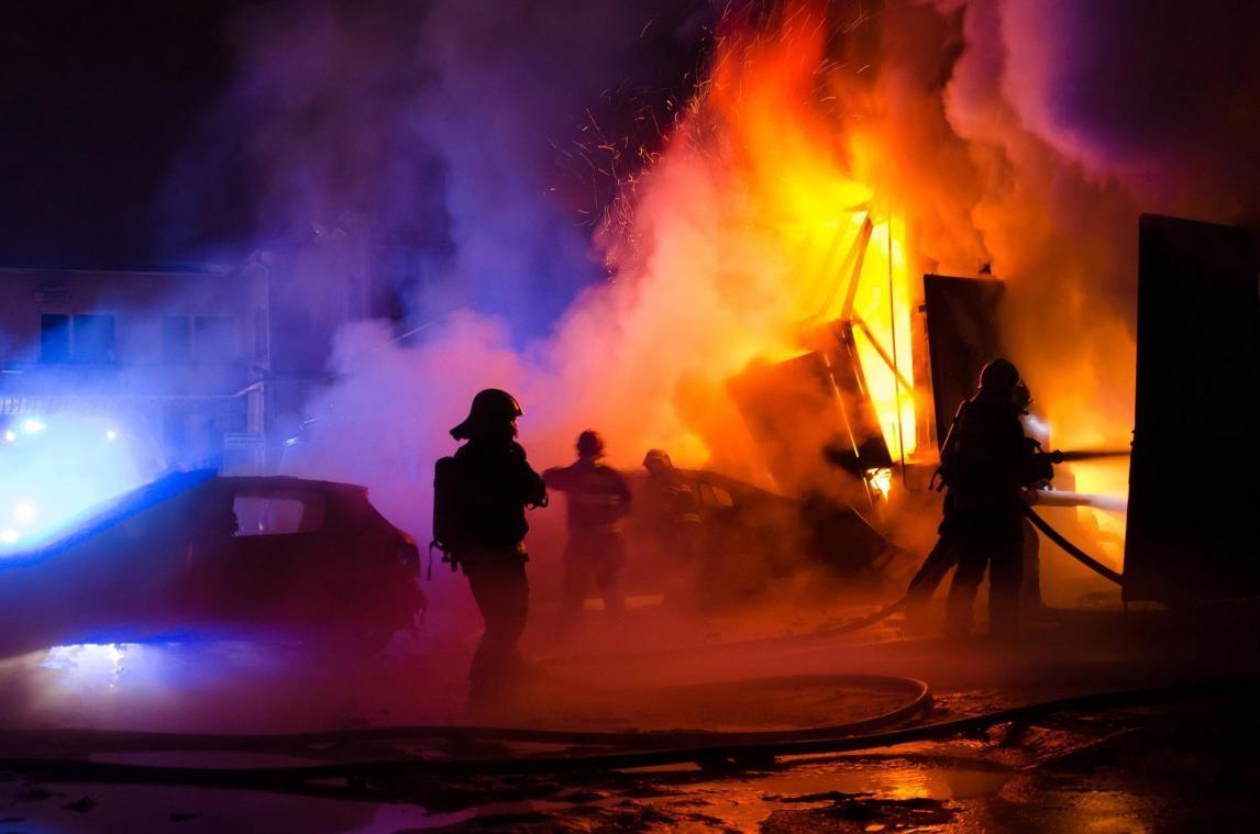 Une exploitation agricole ravagée par le feu à Houffalize