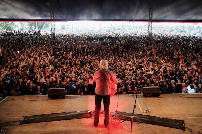 Le chanteur suisse Henri Dès hospitalisé, 5 dates à Paris annulées