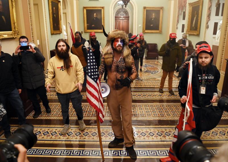 Le chef du service de police du Capitole démissionne — Émeutes à Washington