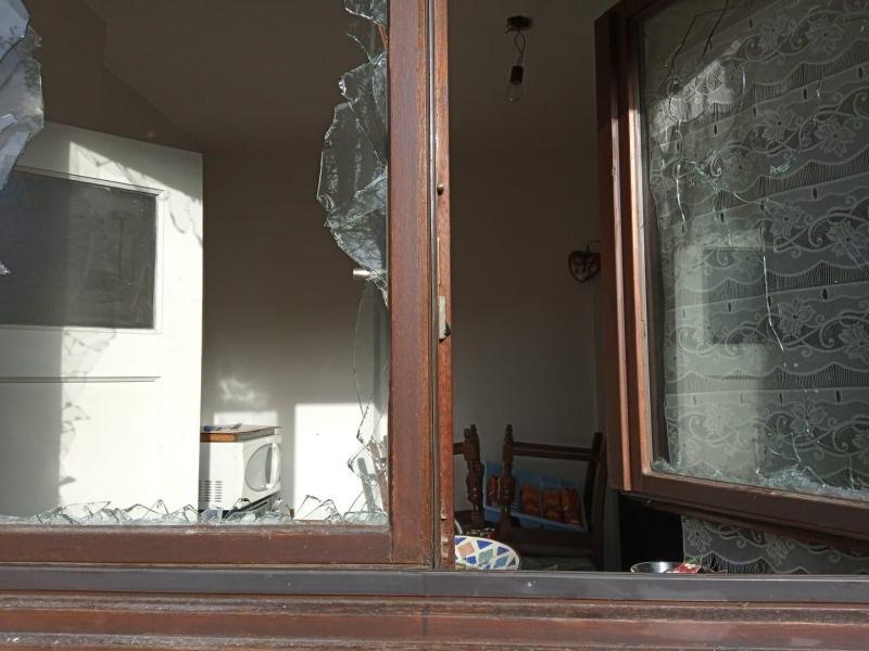 Les vitres de l'habitation ont volé en éclat