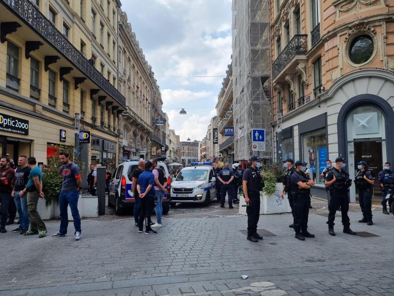 De nombreux renforts de police ont été envoyés sur place.