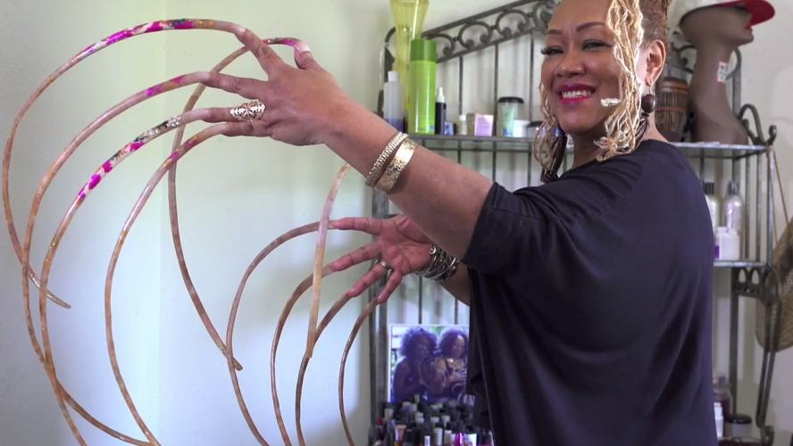 Cette Américaine a les ongles les plus longs du monde plus