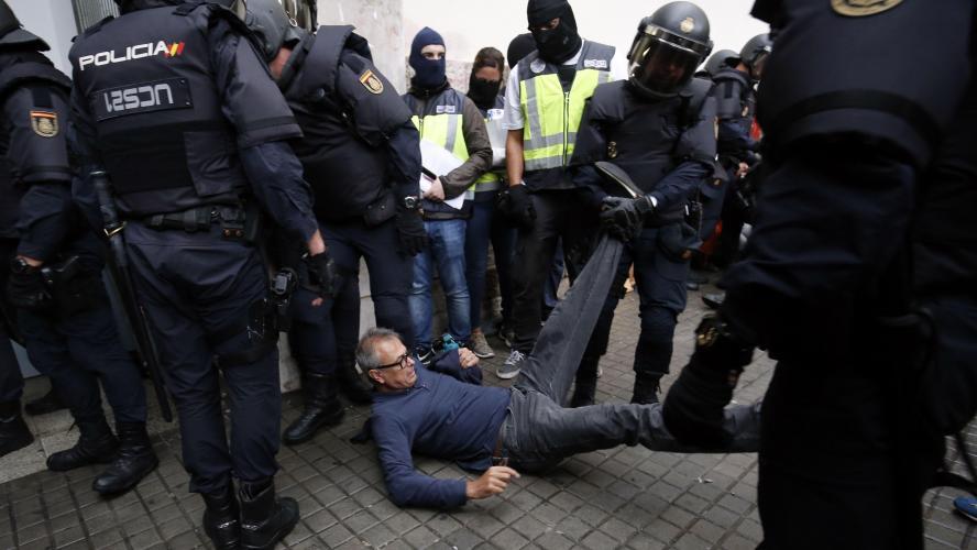 Referendum en catalogne la police espagnole tire des balles en