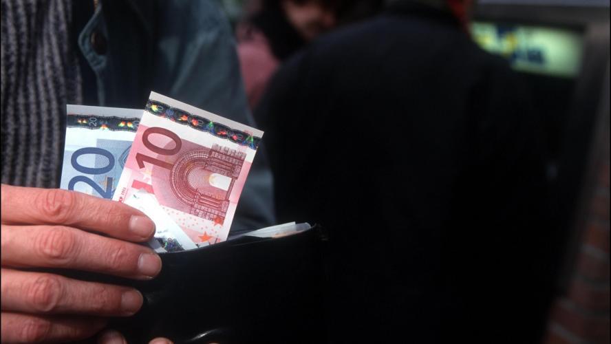 En 2015 Le Revenu Moyen Des Belges Etait De 17 698 Euros C Est