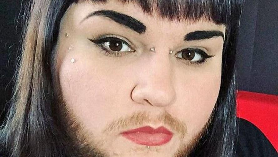 apr s avoir trouv l amour une femme barbe arr te de se raser tous les jours photos. Black Bedroom Furniture Sets. Home Design Ideas