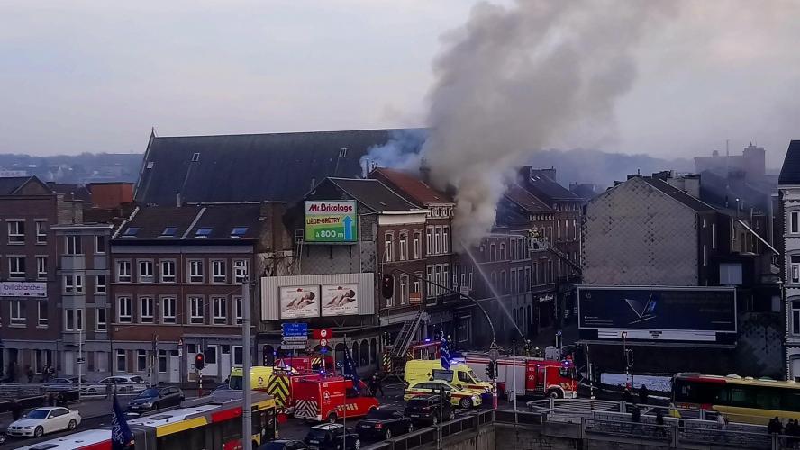 La démolition du bâtiment a débuté ce dimanche — Explosion à Liège