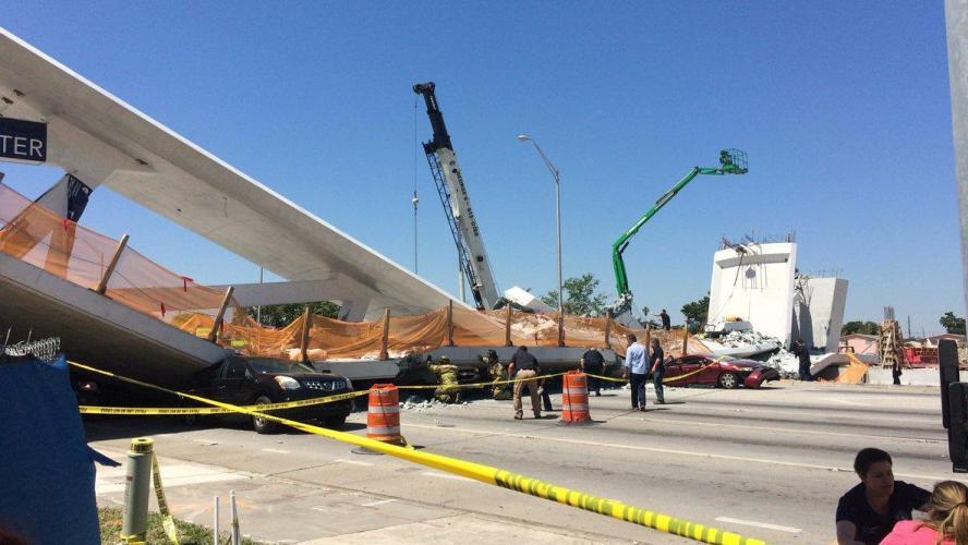 Plusieurs morts dans l'effondrement d'un pont piétonnier sur une autoroute