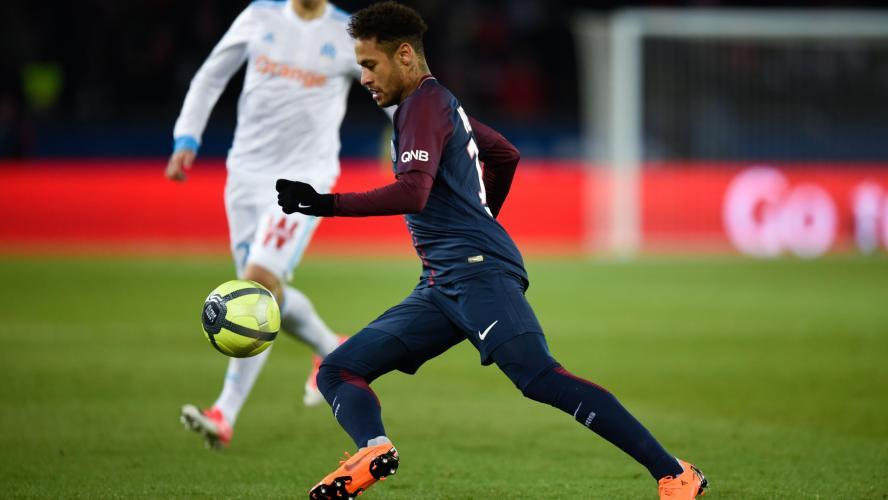EN IMAGES. Neymar s'amuse à danser… avec sa cheville blessée