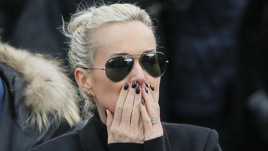 Attaquée par un internaute, Ilona Smet réplique — Héritage Johnny Hallyday