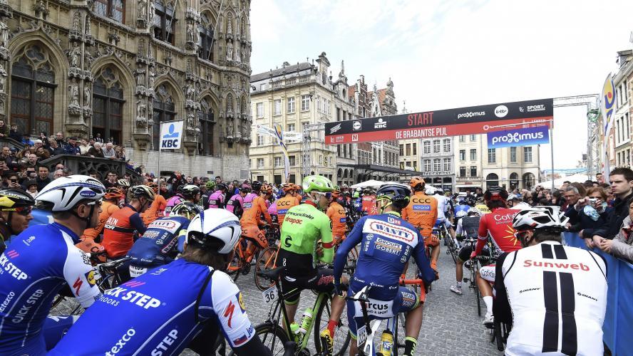 Les cyclistes rendent hommage à Goolaerts — Flèche Brabançonne