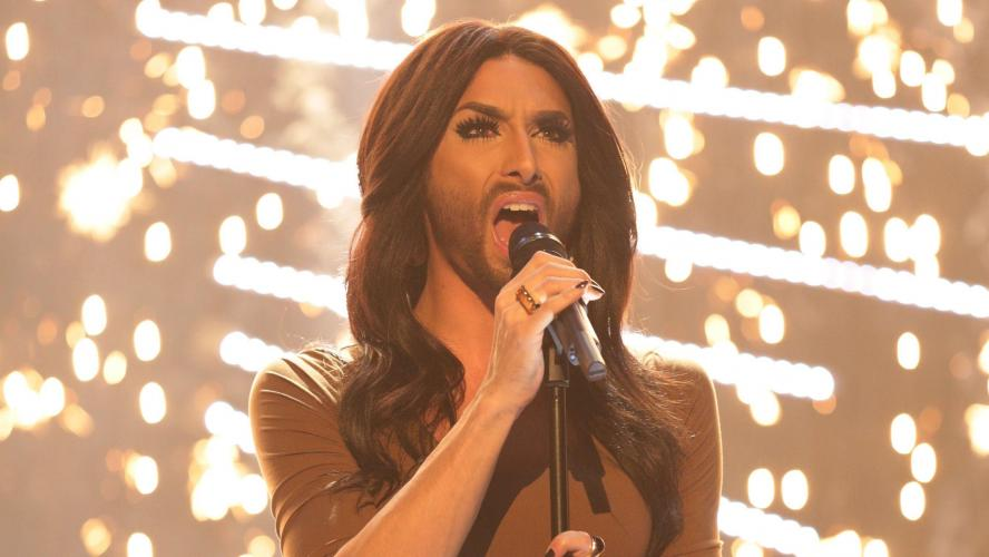 Coloration, look de catcheur, la métamorphose étonnante de Conchita Wurst