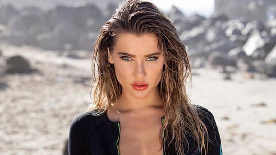 Jacqueline Wood La Bombe Sexy De La Serie Amour Gloire Et