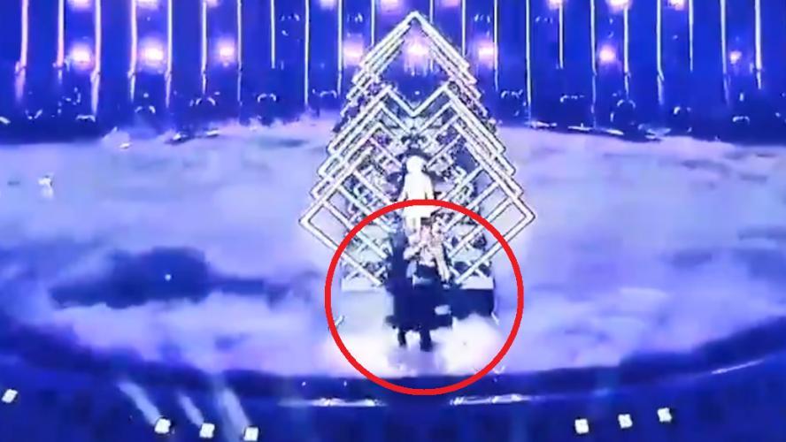 Un homme prend d'assaut la scène de l'Eurovision en plein direct (vidéo)