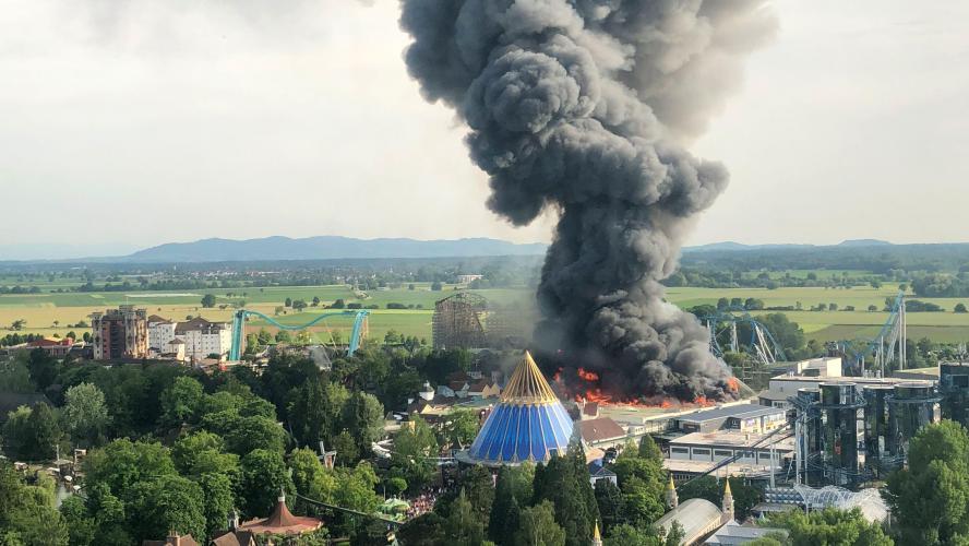 Le parc d'attractions Europa Park en proie à un spectaculaire incendie