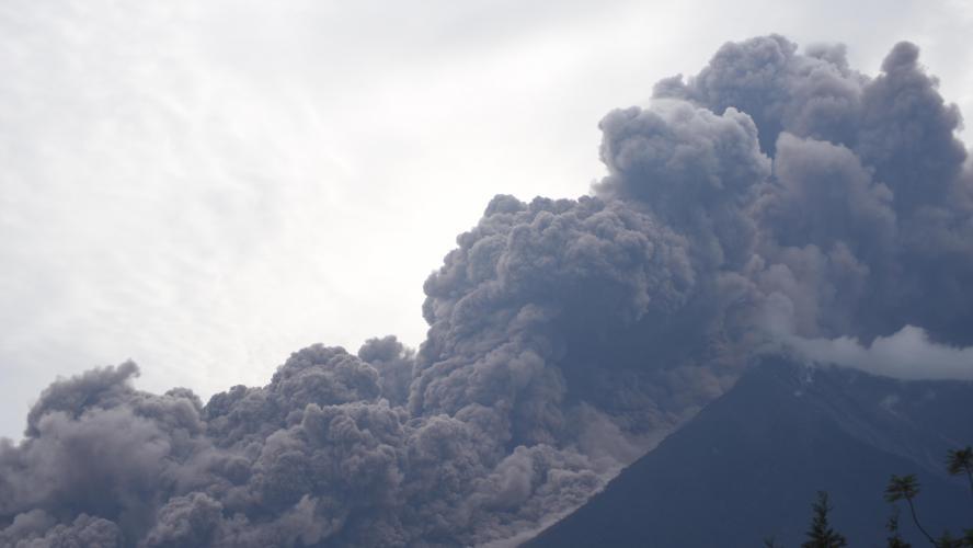 Le bilan humain en hausse au Guatemala suite à l'éruption d'un volcan