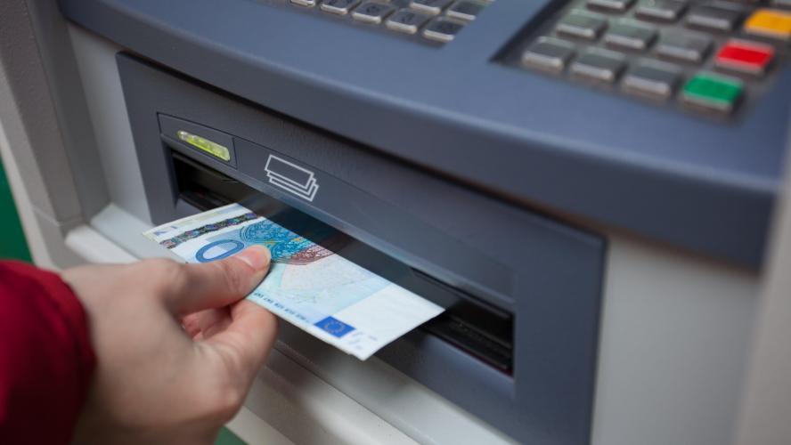 Un distributeur de billets attaqué pendant la nuit — Seneffe
