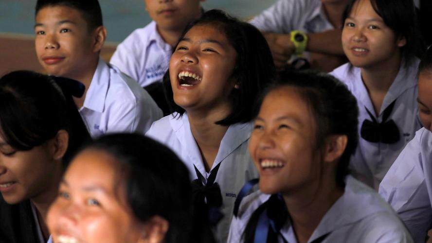 Le sauvetage des enfants coincés dans une grotte se poursuit — Thaïlande