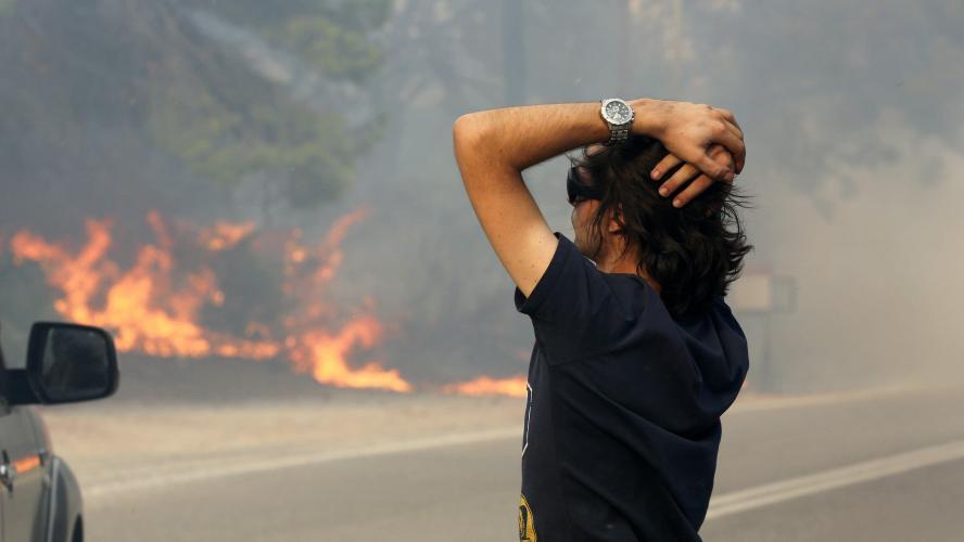 Le bilan des victimes dépasse les 90 morts — Incendies en Grèce