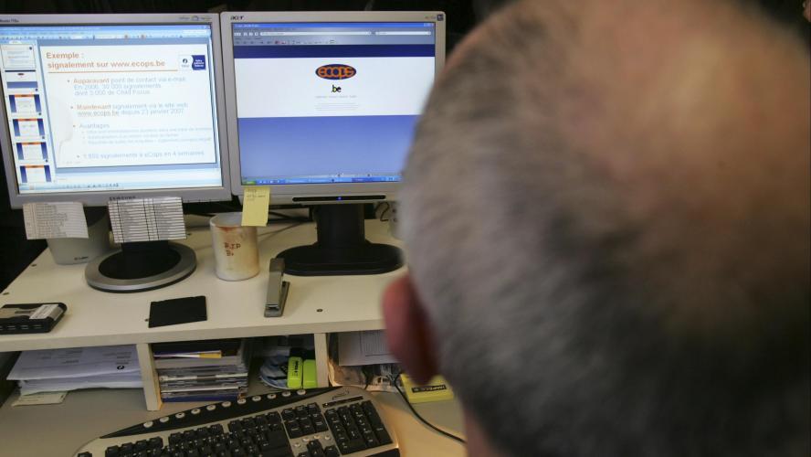 Les internautes plus âgés partagent davantage d'infox, selon une étude
