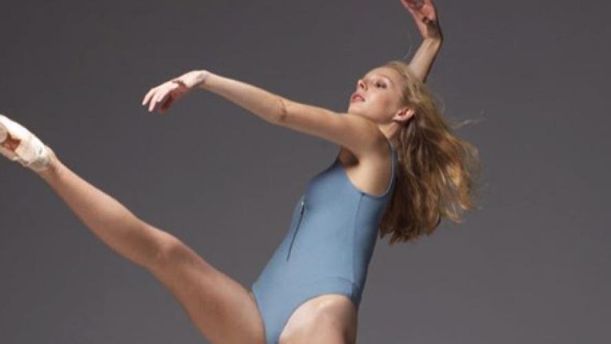 Alexandra fait une danse de coq pour son anniversaire merci - 1 9