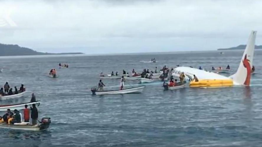 L'incroyable vidéo d'un avion obligé d'amerrir dans un lagon dans le Pacifique