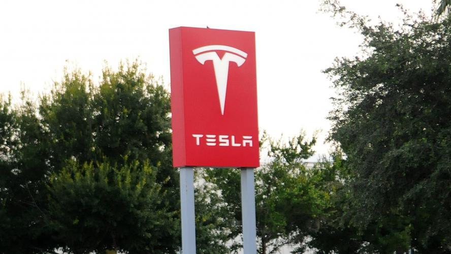 Tesla : Elon Musk poursuivi par le gendarme de la Bourse américaine