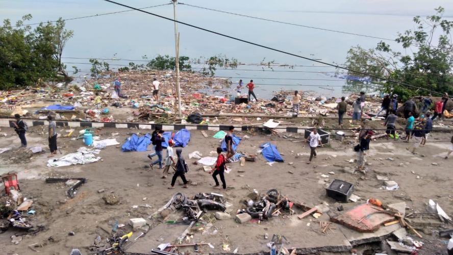 EN VIDÉO | Le tsunami destructeur filmé par des témoins