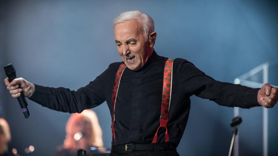 Radios et chaînes TV rendent hommage à Aznavour