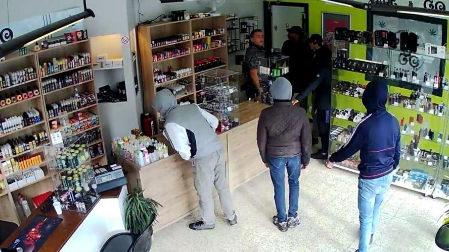 Un commerçant demande à ses braqueurs de revenir plus tard... Ils le font et se font cueillir par la police — Belgique