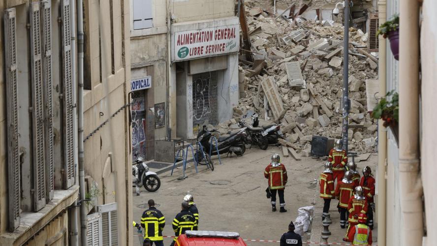 Le balcon d'un appartement s'effondre en plein après-midi à Marseille