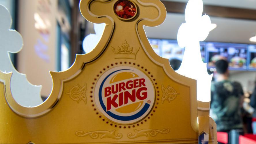 Isère : un client mécontent de son burger braque l'employée d'un fast-food