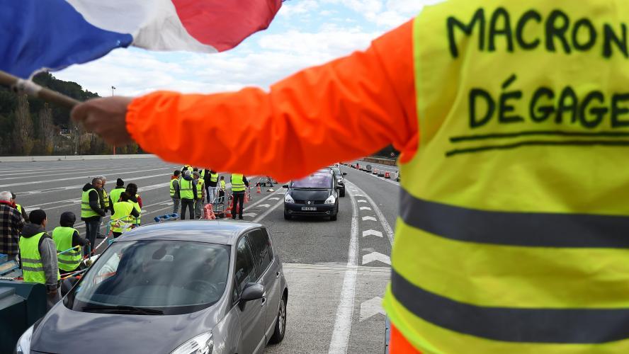 EN DIRECT les Gilets jaunes envahissent Montmartre pour leur Acte 6