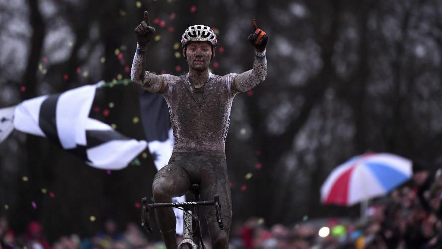 Cyclocross: Van der Poel s'impose à nouveau à Saint-Nicolas