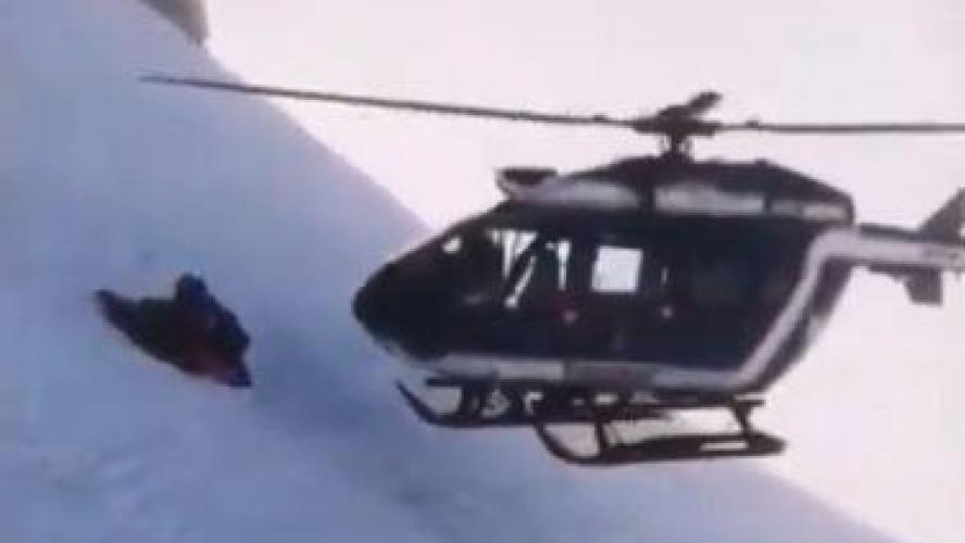Les images époustouflantes d'un sauvetage en montagne par hélicoptère — Chamonix