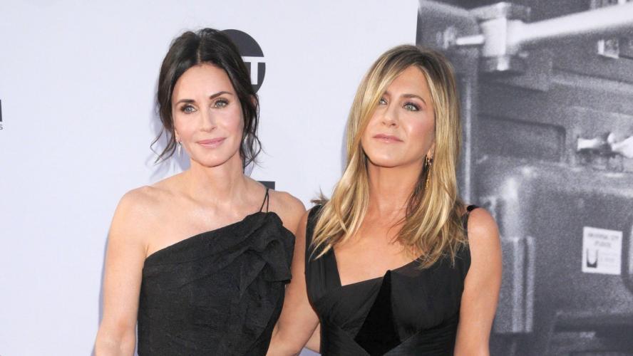 Jennifer Aniston et Courteney Cox : leur avion frôle l'accident