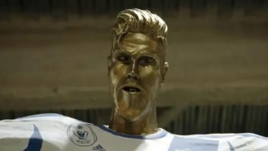 Beckham piégé avec une fausse statue de lui