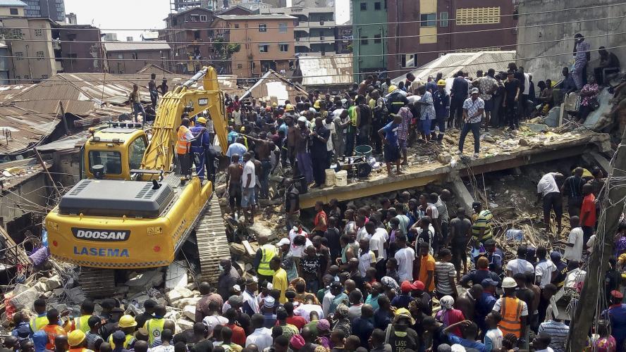 Un immeuble s'effondre à Lagos, des enfants pris au piège — Nigeria