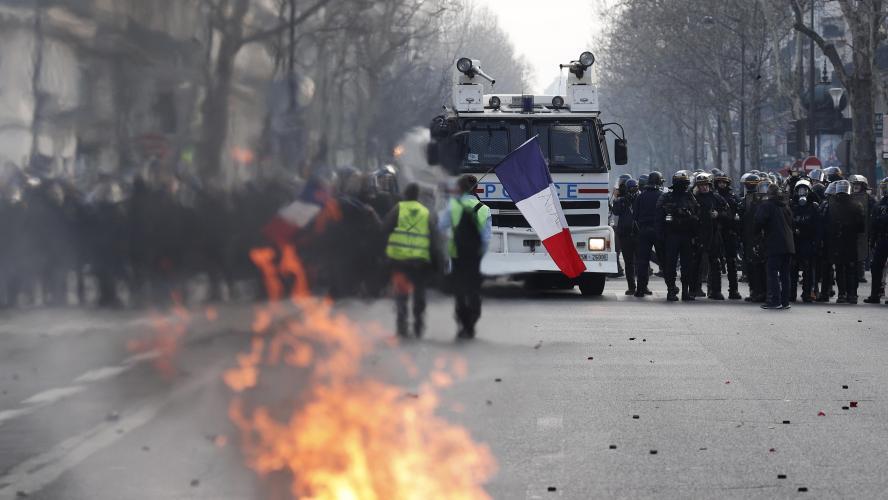 Pas de casse à Paris, heurts en province —