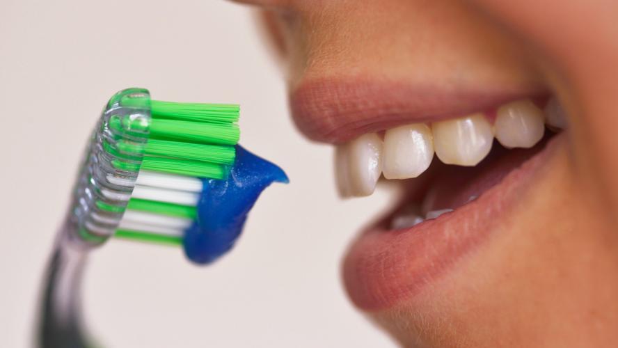 Santé: Le dioxyde de titane présent dans deux tiers des dentifrices