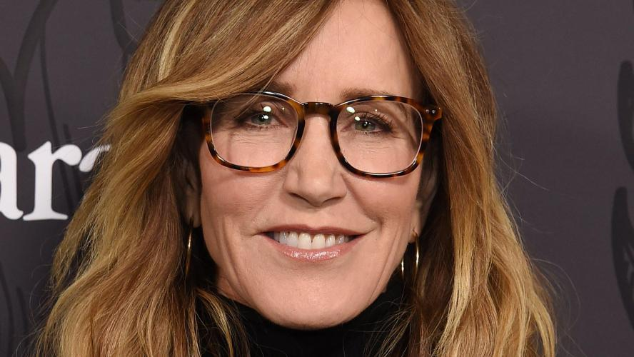 Felicity Huffman plaide coupable et s'excuse — Fraude à l'université