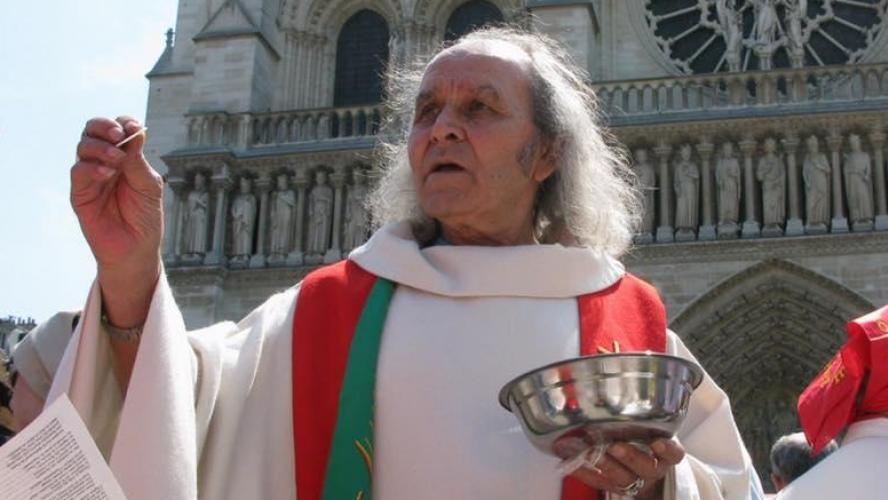 Après l'incendie de la cathédrale Notre-Dame, le Père Gilbert réagit à l'affluence de dons: «Faut-il que les SDF s'enflamment pour qu'on les aide?»